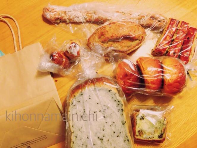 """鳥栖のおいしいパン屋さん""""Boulangerie panacee"""" 500円パン紙袋の中身"""
