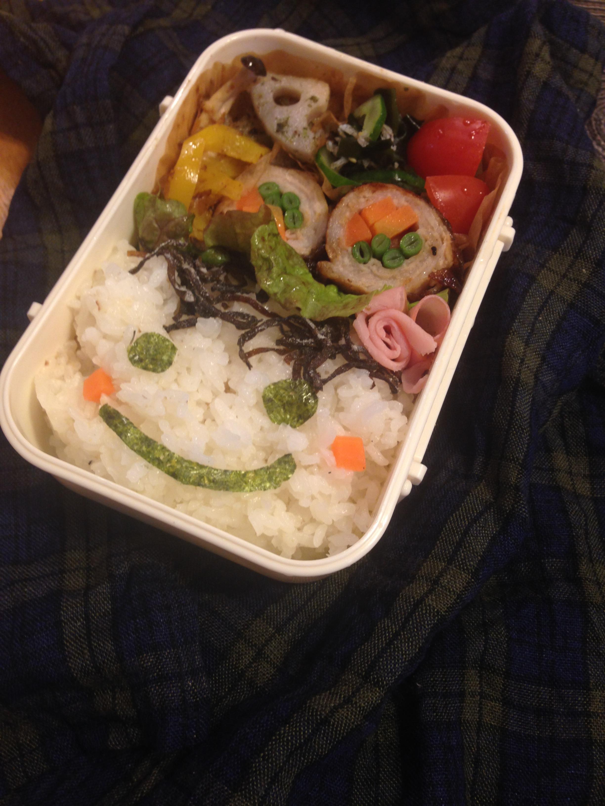 子どものお弁当でラクでかわいいは海苔・フリーハンドハサミで作れる。