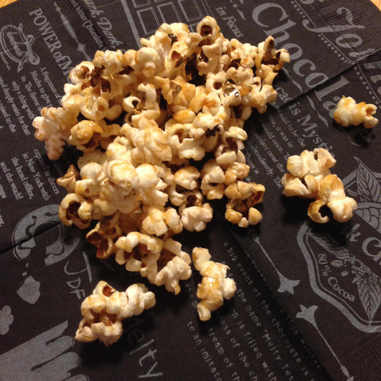 【キャラメルポップコーン レシピ】材料4つ!ホットプレートでつくる超簡単でおいしい。あの映画館の味を再現!!